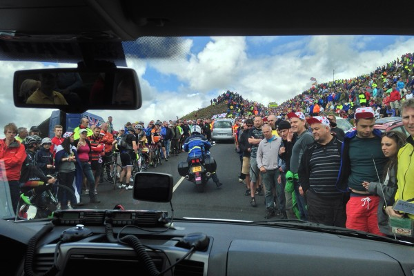 Fans gather for the cyclists of the tour de france 2014